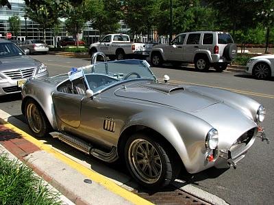 Золотой автомобиль в стиле стимпанк (Фото 2)