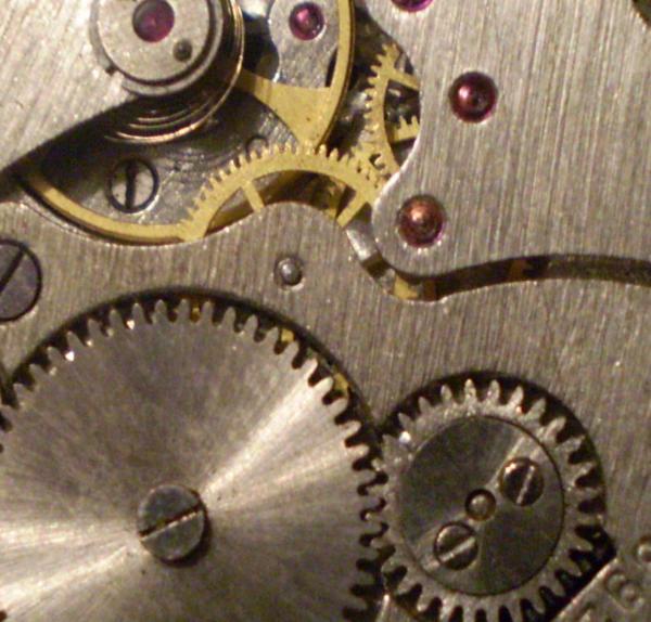 Часовой механизм в макро съёмке (Фото 3)