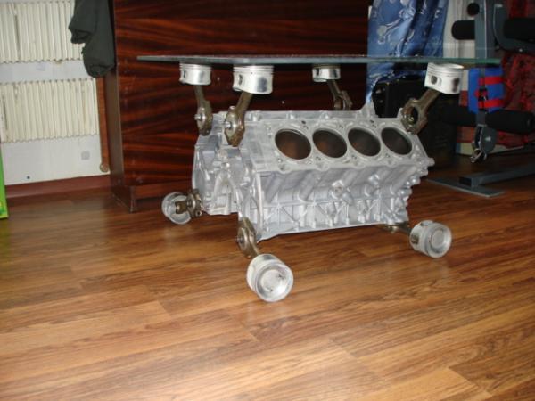 стол из двигателя V8 (Фото 2)