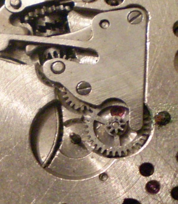 Часовой механизм в макро съёмке (Фото 2)